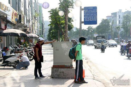 An hoa 'bom chay' giang khap pho Ha Noi - Anh 16
