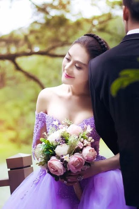 Lam Khanh Chi bat ngo len xe hoa, tung loat anh cuoi dep me hon - Anh 2