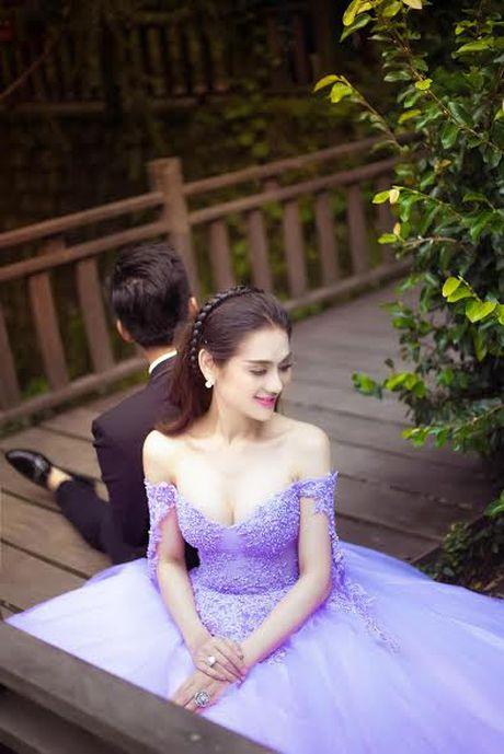 Lam Khanh Chi bat ngo len xe hoa, tung loat anh cuoi dep me hon - Anh 3