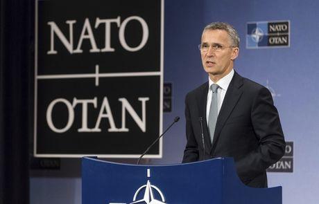NATO bat luc trong viec co lap Nga - Anh 1