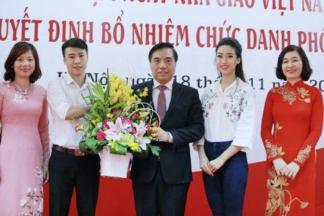 Hoa hau My Linh nhay flashmob chuc mung 20/11 - Anh 1