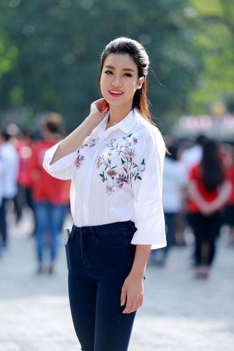 Hoa hau My Linh nhay flashmob chuc mung 20/11 - Anh 2