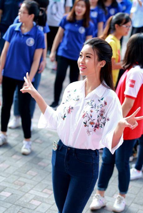 Hoa hau My Linh nhay flashmob chuc mung 20/11 - Anh 3