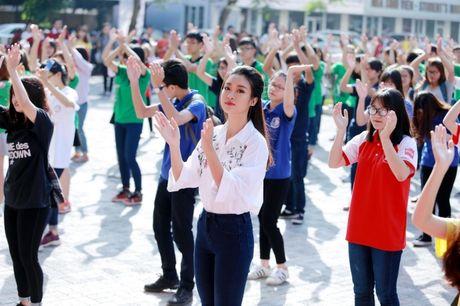 Hoa hau My Linh nhay flashmob chuc mung 20/11 - Anh 4