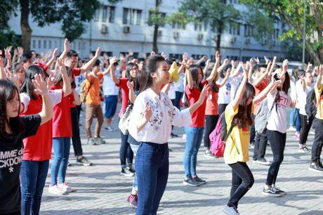 Hoa hau My Linh nhay flashmob chuc mung 20/11 - Anh 5