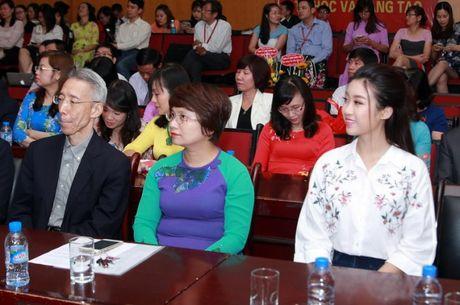 Hoa hau My Linh nhay flashmob chuc mung 20/11 - Anh 6
