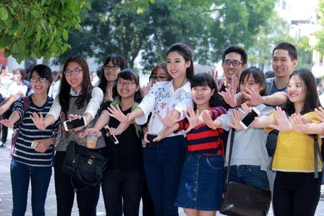 Hoa hau My Linh nhay flashmob chuc mung 20/11 - Anh 7