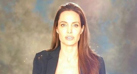 Showbiz 19/11: Angelina Jolie tieu tuy, Chien Thang noi li do chia tay ban gai kem 18 tuoi - Anh 2