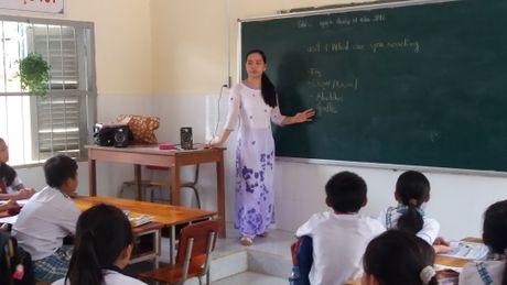 Co giao khuyet tat nguoi Khmer tan tuy voi nghe trong nguoi - Anh 1