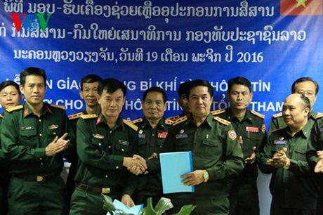Bo Quoc phong Viet Nam ho tro trang thiet bi cho Quan doi Lao - Anh 2