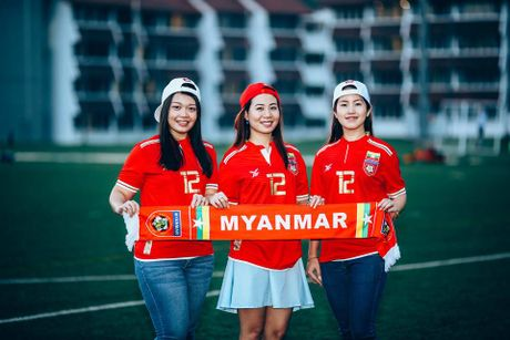 Nu co dong vien xinh dep ham nong 'dai chien' Myanmar-Viet Nam - Anh 1