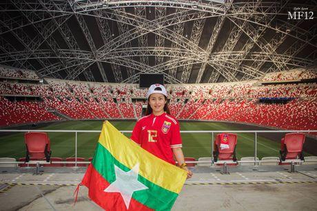 Nu co dong vien xinh dep ham nong 'dai chien' Myanmar-Viet Nam - Anh 7