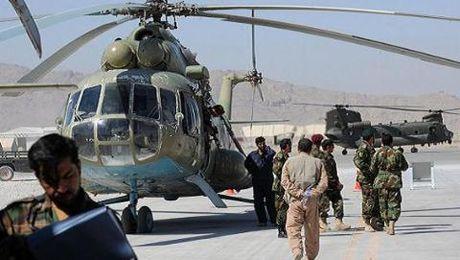 My ep Afghanistan bo Mi-17, dung UH-60 Black Hawk loai bien - Anh 1
