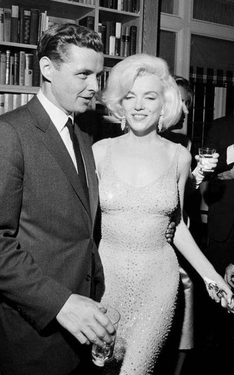 Can canh chiec vay 4,8 trieu USD cua Marilyn Monroe - Anh 1