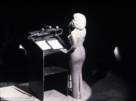 Can canh chiec vay 4,8 trieu USD cua Marilyn Monroe - Anh 2