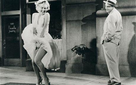 Can canh chiec vay 4,8 trieu USD cua Marilyn Monroe - Anh 3