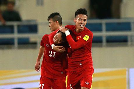 DIEM TIN SANG (20.11): Bao ngoai danh gia cao Thanh Luong, Xuan Truong va Cong Vinh - Anh 3