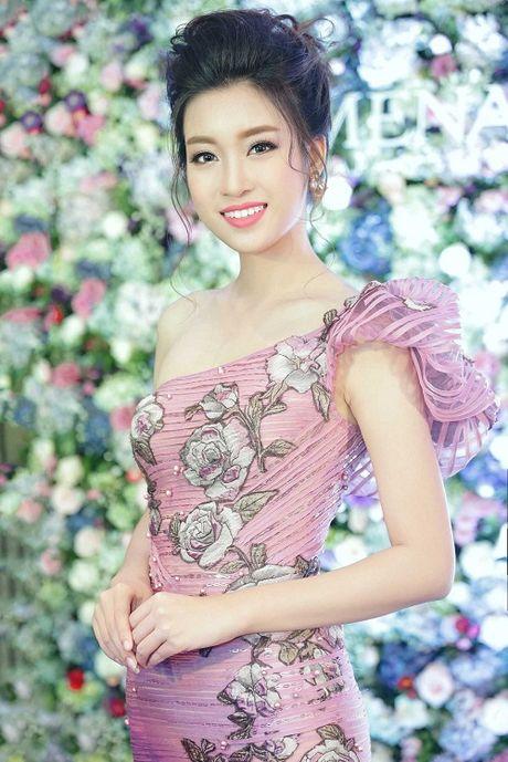 My Linh dien style goi cam, lan at diva Hong Nhung - Anh 1