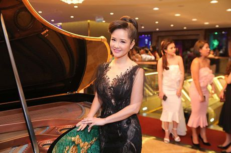 My Linh dien style goi cam, lan at diva Hong Nhung - Anh 4