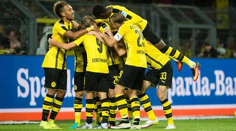 Aubameyang ha guc 'Hum xam', Bundesliga them phan kich tinh - Anh 1