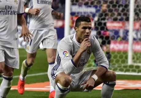 Ghi hat-trick vao luoi Atletico, Ronaldo lap them ki luc - Anh 1
