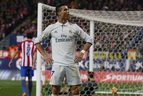 Cristiano Ronaldo gay sot voi kieu an mung 'venh mat' - Anh 2