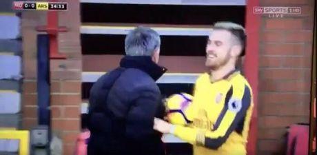 Sao Arsenal khien CDV 'phat cuong' vi dam 'cuoi vao mat Mourinho' - Anh 1