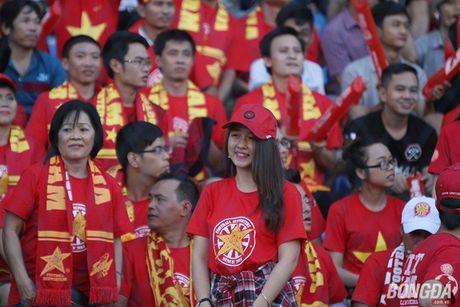 Fan nu Viet Nam tuoi tan 'dot lua' khan dai Thuwanna - Myanmar - Anh 1
