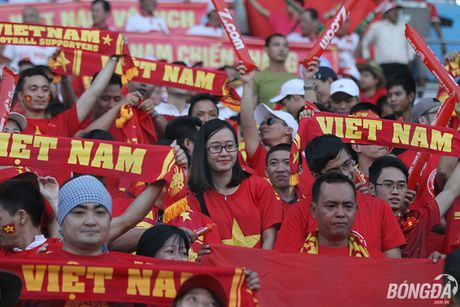Fan nu Viet Nam tuoi tan 'dot lua' khan dai Thuwanna - Myanmar - Anh 5