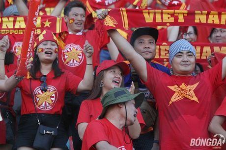 Fan nu Viet Nam tuoi tan 'dot lua' khan dai Thuwanna - Myanmar - Anh 8