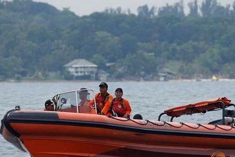 Tau Indonesia va cham tau Viet Nam, 15 nguoi mat tich - Anh 1