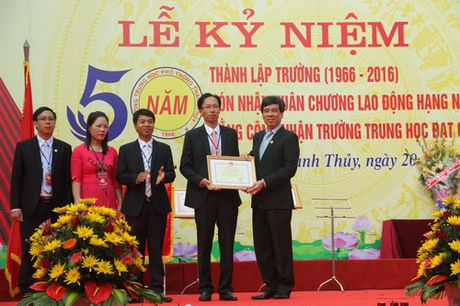 Phu Tho: Truong THPT Thanh Thuy don nhan Huan chuong Lao dong hang Nhat - Anh 2