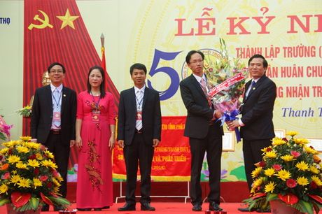 Phu Tho: Truong THPT Thanh Thuy don nhan Huan chuong Lao dong hang Nhat - Anh 4