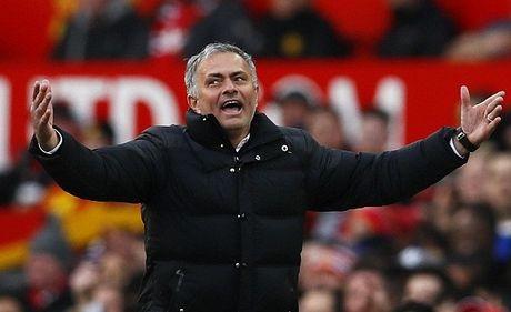 Fan Arsenal che bai Mourinho het 'dac biet' - Anh 1