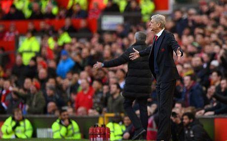Fan Arsenal che bai Mourinho het 'dac biet' - Anh 2
