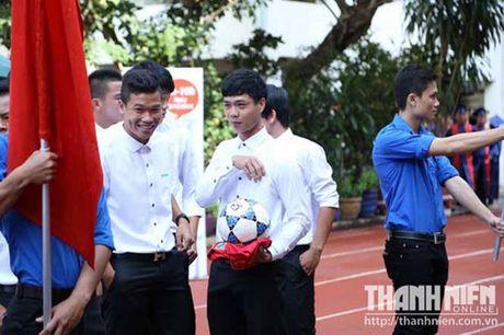 Cong Phuong, Tuan Anh, Xuan Truong tri an thay co khi AFF Cup dang nong bong - Anh 2
