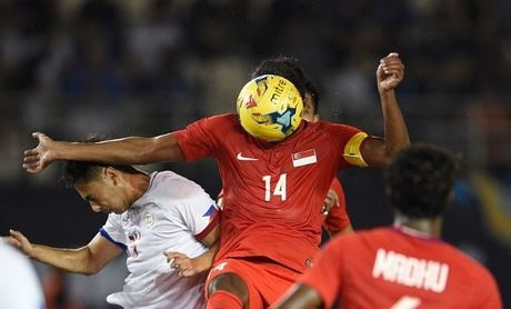 AFF Cup: Chi voi 10 nguoi SIngapore van cam hoa Philippines - Anh 1