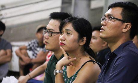 Chum anh: Co vu tuyen Viet Nam thang Myanmar duoi ham xe - Anh 4