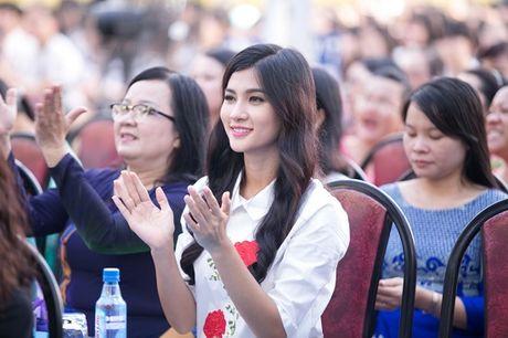 Kim Tuyen boi hoi khi ve tham truong cu - Anh 3