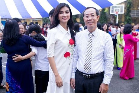 Kim Tuyen boi hoi khi ve tham truong cu - Anh 7