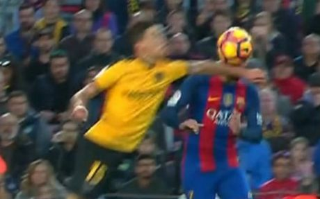 """Tit ngoi"" o Nou Camp, bao than Barca do loi trong tai - Anh 1"