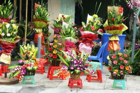 Thi truong ngay 20/11: Hoa tuoi gia gap doi, khach cho 'dai co' moi co - Anh 1
