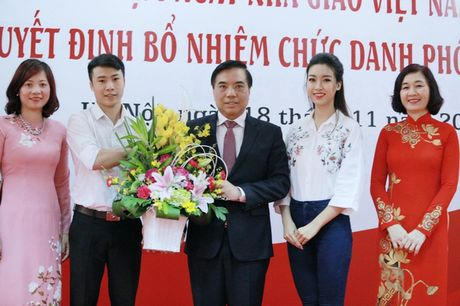 Nguoi dep Viet dong loat tri an thay co ngay Nha giao Viet Nam - Anh 1