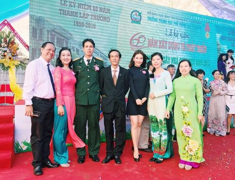Nguoi dep Viet dong loat tri an thay co ngay Nha giao Viet Nam - Anh 4