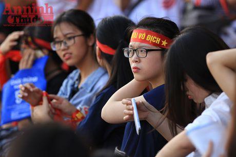 Cac co dong vien 'chay' het minh cho tran chung ket bong da hoc sinh Ha Noi - Anh 10