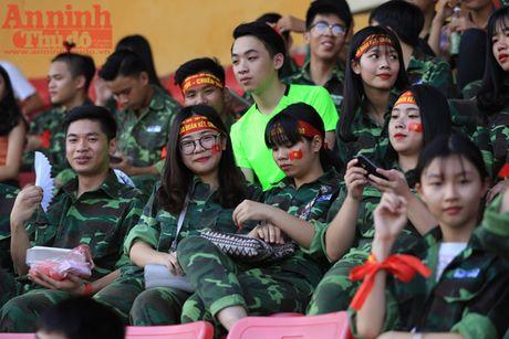 Cac co dong vien 'chay' het minh cho tran chung ket bong da hoc sinh Ha Noi - Anh 3
