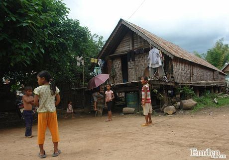 Dao thay noi 'trai tim' To quoc: Tinh thay o mien dat do (3) - Anh 2