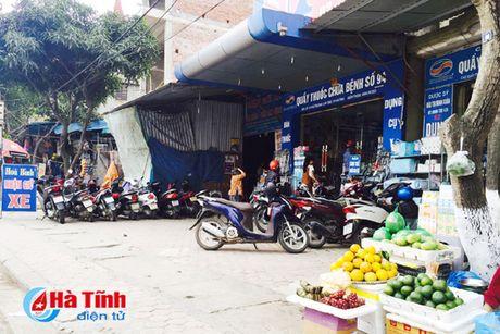 Tai dien canh ban hang rong truoc cong BVDK Ha Tinh - Anh 14