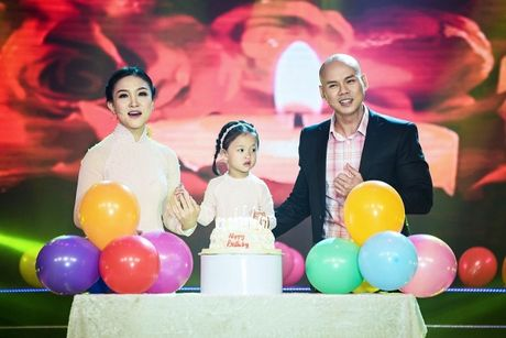 Tinh yeu thay tro trong showbiz Viet: Khac cot ghi tam du hanh phuc hay dang do - Anh 7