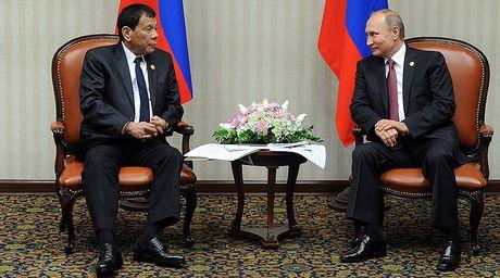 Tong thong Duterte gap 'nguoi hung' Putin - Anh 1